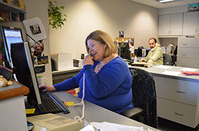 Service desk employees talking with clients on phone
